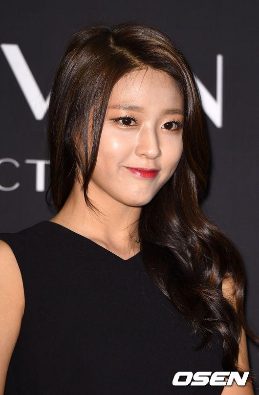 雪炫紅唇的模樣,提升了臉部五官的立體感,同時氣勢與成熟度也提升了。