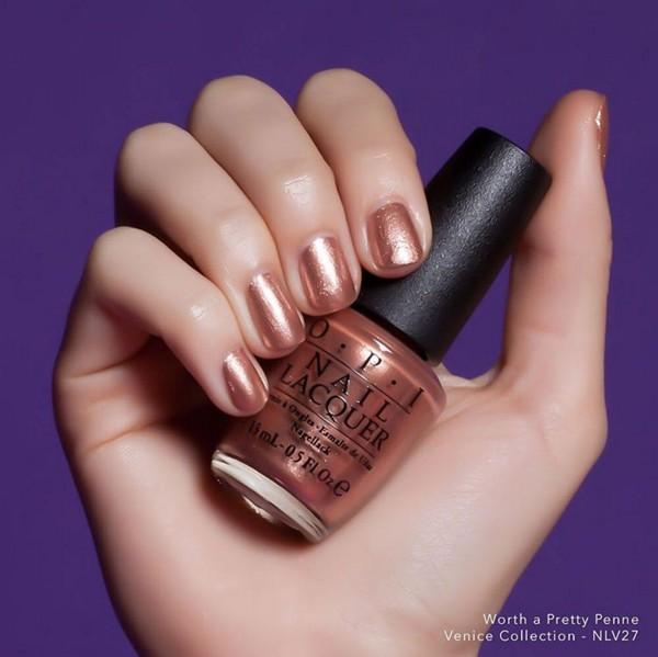 若不敢嘗試金色,不如從古銅色調的指甲油開始吧!