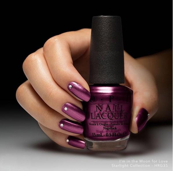 紫色是許多女生喜歡卻有點卻步的顏色,大膽又性感的紫色似乎有點挑人擦~