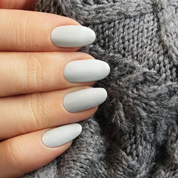 霧面的指甲油是目前相當流行的指彩趨勢,而灰色搭配霧面則能呈現出相當有質感的感覺!