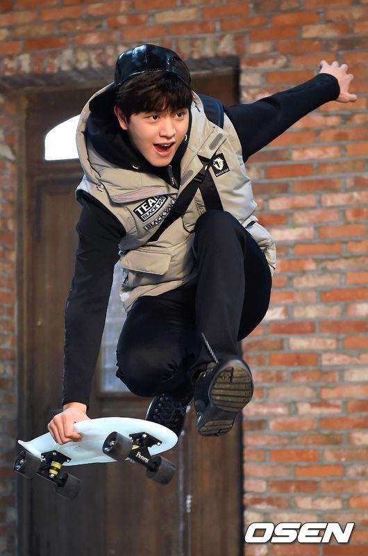 #2位 BTOB  ☆ 陸星材 在拍攝完《Who Are You-學校2015》後人氣急升,最近更攜手前輩文瑾瑩拍攝電視劇《村莊:阿雉阿拉的秘密》,生動演繹了角色。