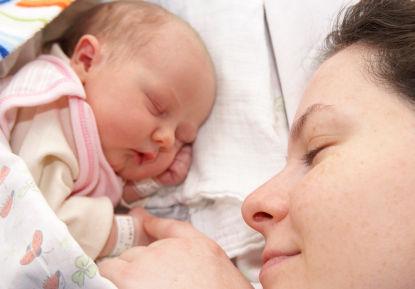 2. 注意生產年齡不要太晚 以30歲為基準,生產年齡越大,患乳癌的風險越高。