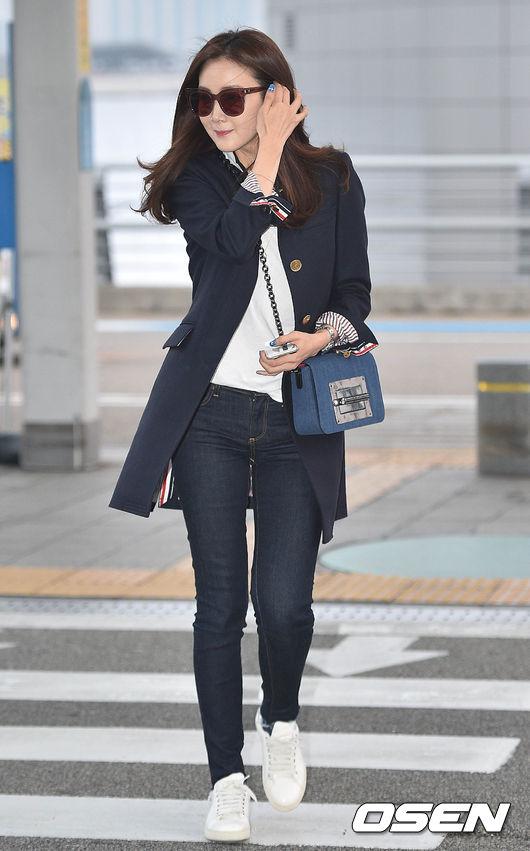 現在不只男裝,Thom Browne的女裝 也在亞洲擁有了越來越多的明星粉 崔智友就最愛Thom Browne的外套 挺直的及膝大衣、標誌性短西裝她都有