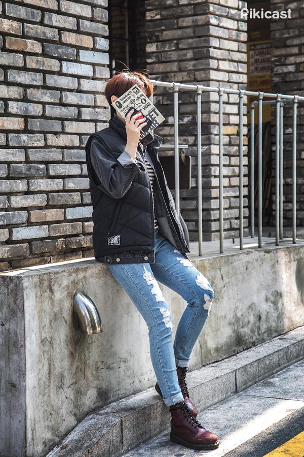 冷色調的質感和顏色的丹寧外套 在多加了一層之後 不僅更溫暖適合冬天 而且還多了一種柔和的感受