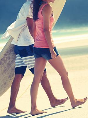 7. 同步走 伊利諾大學的結果表明,對女生關心的男生會調整自己的步伐跟女生一致,自然女生本能地會對這樣的男生有好感~