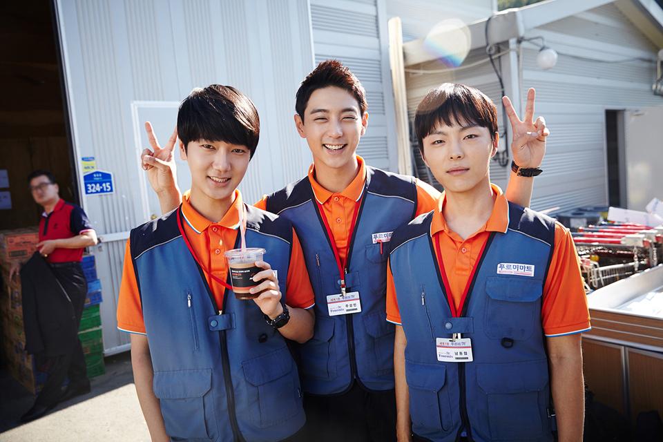 SJ 的藝聲、歌手朴時煥和演員顯祐也有出演這部戲喔!