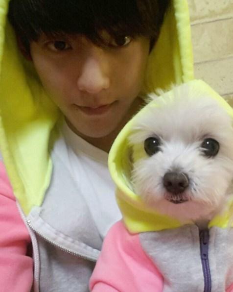 5.旼赫 這張居然還和愛犬穿情侶裝!!!!太有愛了♥