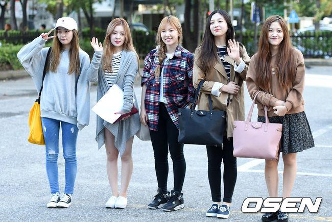 今年加入新成員的「Red Velvet」也在音樂節目上獲得很好的成績,不管是外貌還是實力都備受大眾認同的她們,想必明年一定也會持續發光發熱的。
