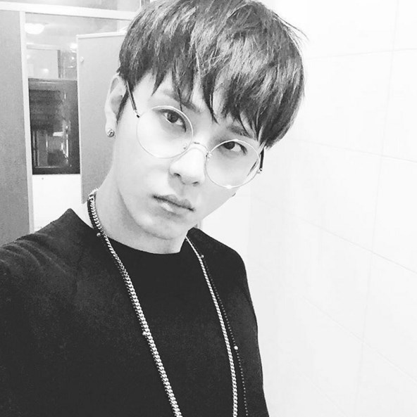 1.BEAST龍俊亨 小編覺得龍俊亨唱Rap的時候超有男人味XD小編最受不了韓國男生唱Rap的模樣♥.♥已暈