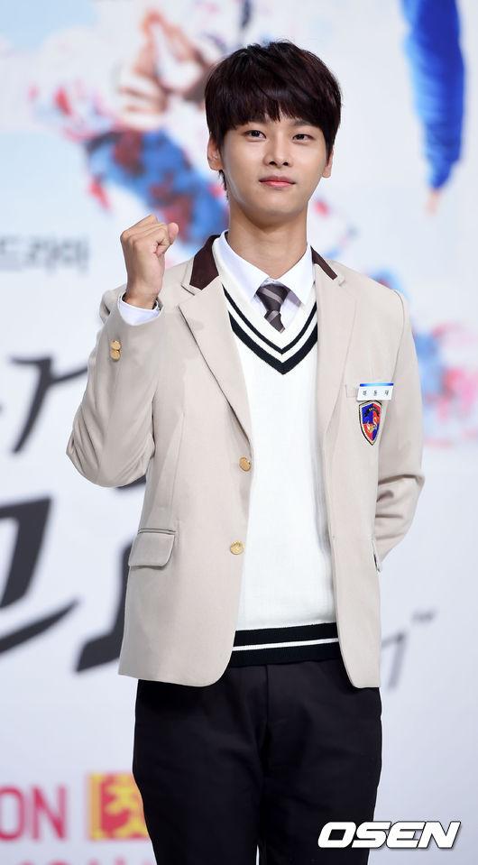 3.VIXX N 在《無理的前進》穿上校服的模樣,讓小編覺得N的男子氣概是很純情的那種XD雖然韓國媒體們是指在舞台上表演時很有男子氣概哈哈