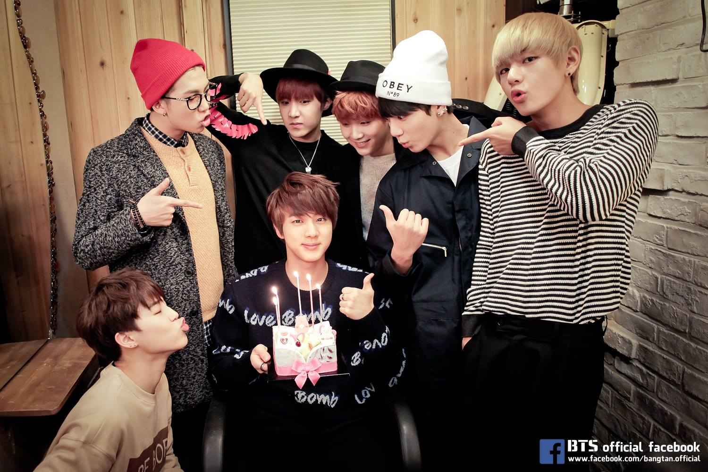 看起來很文靜的 Jin,但其實搞笑起來也很不一般,只能說 BTS 真的是一群很會鬧的孩子。