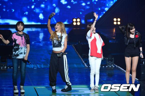 今天早上最新消息:YG方已證實2NE1將在預告的日期回歸!當天將會公布全新數位單曲,之後可能推出迷你或是正規專輯,但尚未確定!