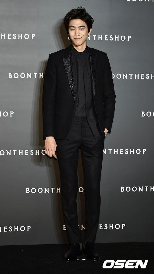 盛駿 2012年憑藉《濕地生態報告書》一舉斬獲KBS演技大賞的特別企劃部門男子新人獎,2013年又通過《九家之書》收穫了大量人氣,被譽為模特出身男演員中最具演員氣質的一位。