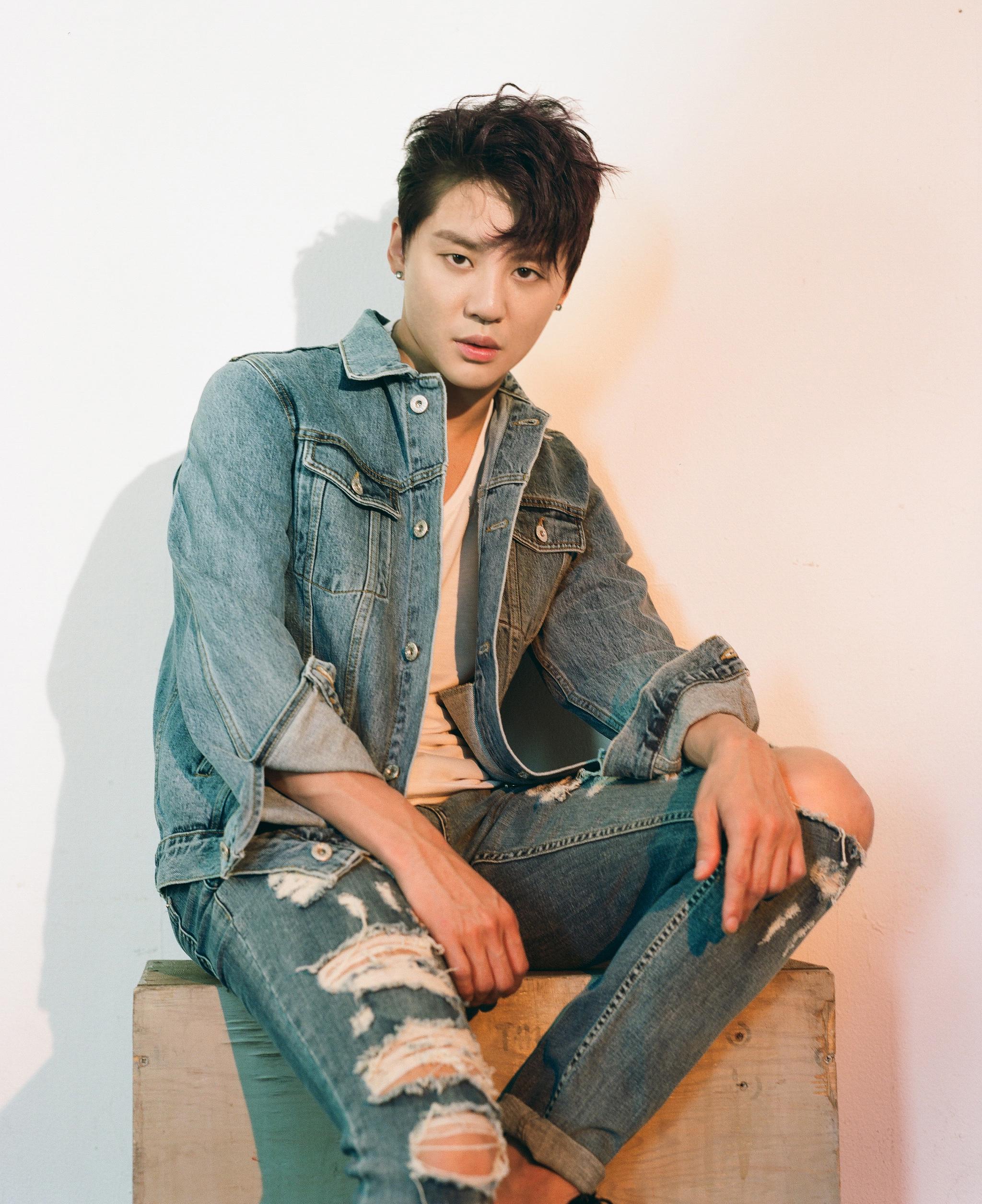 恩哼~沒錯!正是10月19日攜最新迷你專輯《就像昨天》回歸樂壇的JYJ魅力主唱XIA俊秀!