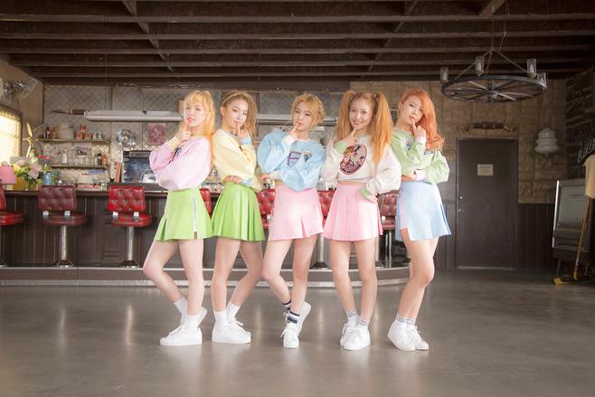 2015.03.17 Red Velvet《Ice Cream Cake》  原本是 4 個人的 Red Velvet,在今年加入新成員 yeri 後,這首《Ice Cream Cake》也讓她們獲得第一個音樂節目一位的肯定。