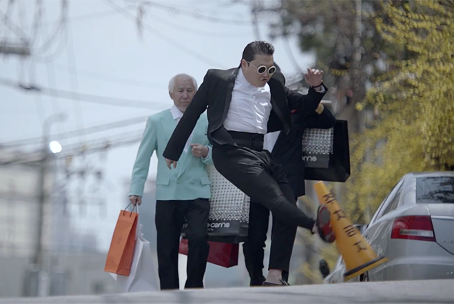PSY - Gentleman 被禁原因:在MV裡面踢公物(三角錐)~而且踢完還呵呵大笑