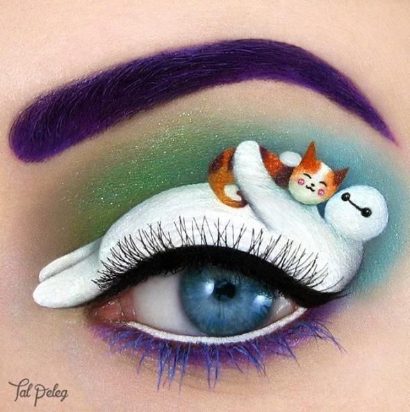 # 動畫電影 <大英雄天團> Baymax正在抱著一隻小貓咪!