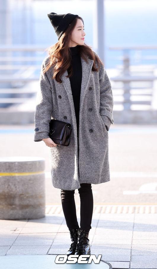 雖然最近天氣還沒有這麼冷,但像潤娥這樣配一件大衣也很好看喔!