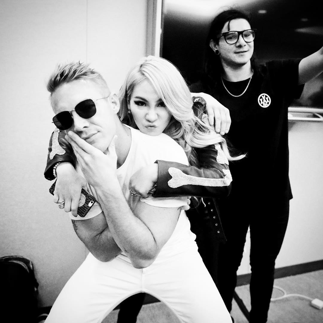 CL在沉潛準備的這段時間,只與DJ好友Skrillex跟Diplo推出了合作單曲《Dirty Vibe》與《Dr. Pepper》,都不是美國正式出道的歌曲~