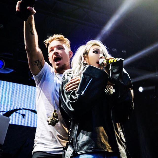 除此之外,CL也積極和Diplo的品牌Mad Decent在美國跑巡迴,深耕當地年輕族群的音樂市場~