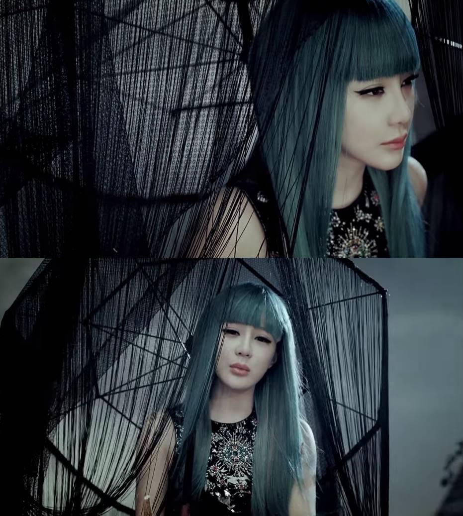 2NE1朴春在MV IT HURTS裡也有染綠髮