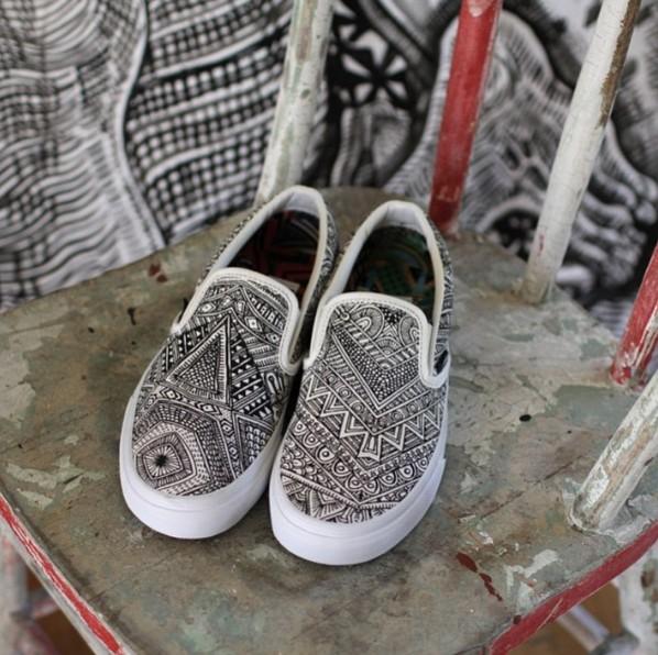 Vans x  Zio Ziegler  Vans 也常常和街頭藝術家合作,Zio Ziegler創作的「OTW Gallery」設計款有多種圖騰設計,有濃濃的嬉皮感
