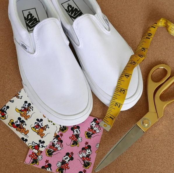 其實不只設計師設計的鞋款很熱門,許多人也會買一雙白底的懶人鞋回家自己設計,變成獨一無二的款式。