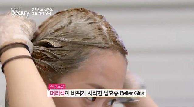 染髮的順序是:中段→髮尾→髮根,這樣才能均勻色調,髮根可以留在最後10~15分鐘再進行