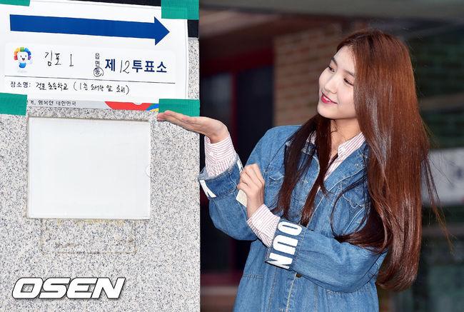 同樣是GFRIEND成員的Sowon也留下了認證照囉! 不過話說回來…到底去投票都像去拍畫報的偶像是誰呢?