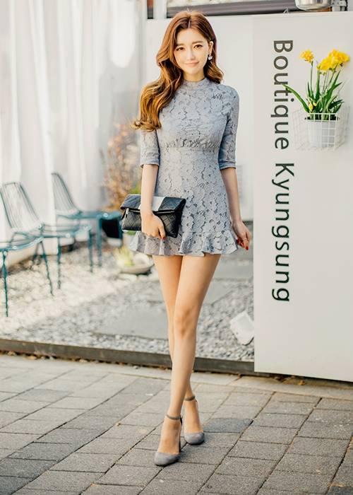 喜歡這種款式的女生,像是最近滿流行的這種花瓣式的洋裝穿上去也很美啊~~