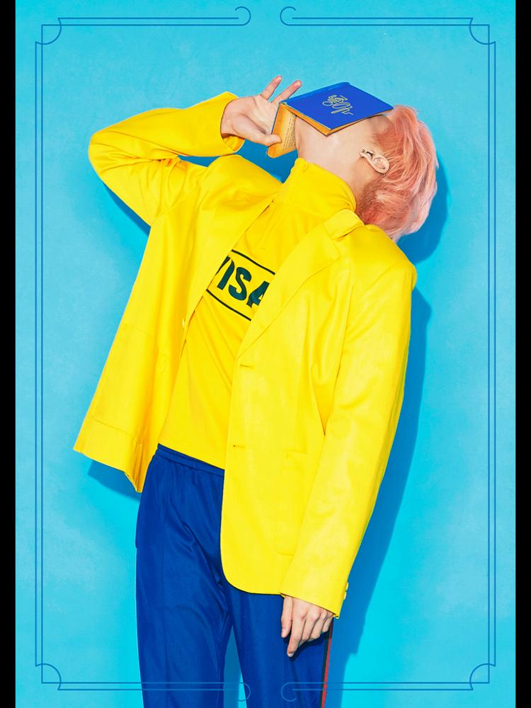 鐘鉉將在 24 日發表首張 SOLO 正規專輯《She is》,概念照可以感受到夏天的氛圍,完全襯托出他年輕的氣質。