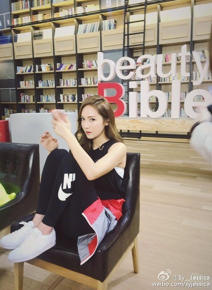 大家也都知道,單飛后的Jessica把事業重心更多轉向中國,不僅參加了很多綜藝節目,近期還出演了中國電影。
