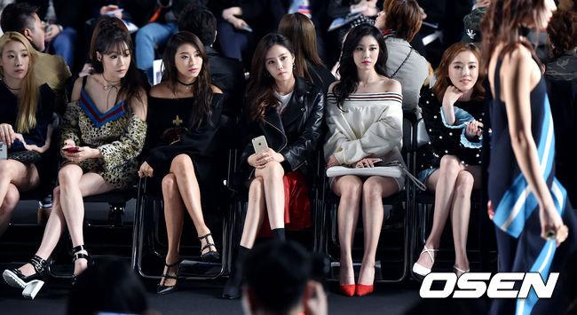 除了上次介紹的10位偶像以外,韓國網友們發現!有位女偶像最近越來越漂亮,更讓網友們回應「該換門面擔當了」?大家一起來猜猜是誰吧~答案就在照片中!