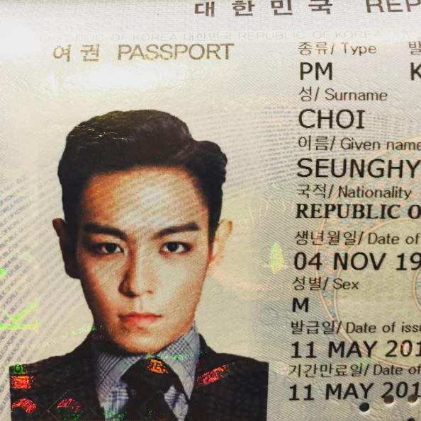 T.O.P 昨天在自己的 SNS 中,上傳了這張照片,不是嘛~大家評評理啊~這真的是證件照嗎?(請拿出自己的身分證對比看看...XD