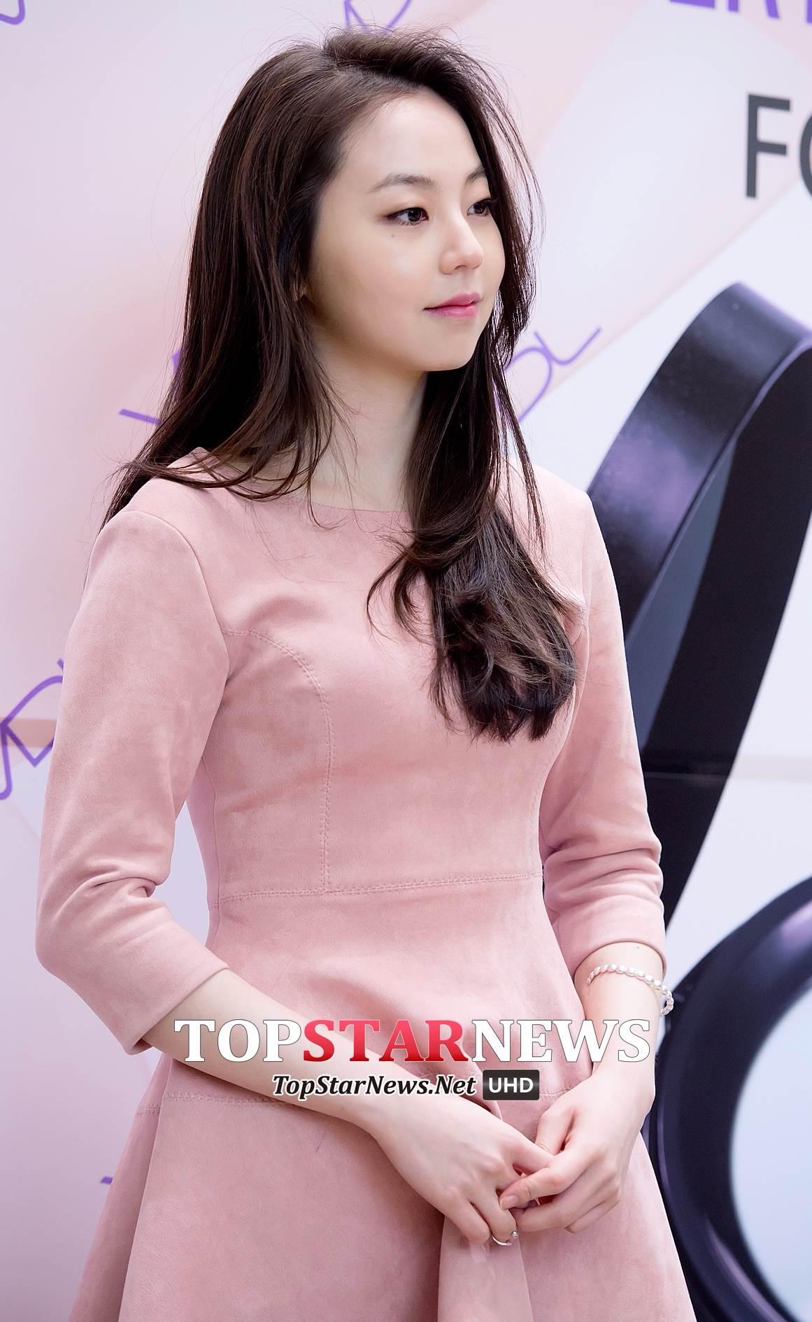 今天(5/20)也有報導指出安昭熙也將出演這部戲劇,飾演一位人氣女演員-安昭熙,並以徐康俊的初戀登場!