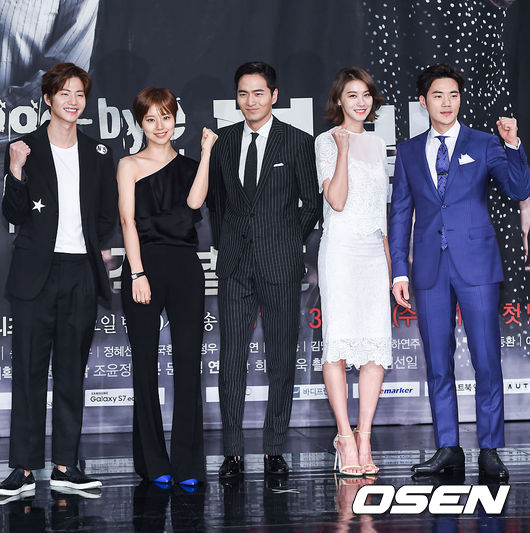 ✿TOP 4- MBC《Goodbye Mr. Black》 ➔上升4個名次 ※由李陣郁及文彩元主演,主要在講述男主角被曾經信任的好朋友背叛,決心進行復仇,為了隱藏身份而和女主角假結婚,進而展開一連串的故事。
