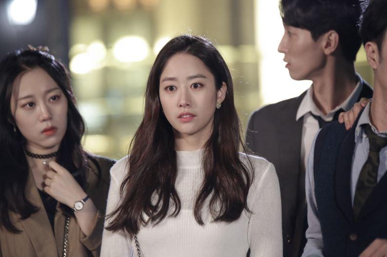 在結婚典禮當天消失拋棄了男主角道京,之後突然回到韓國,進到平凡吳海英的公司擔任TF組長。