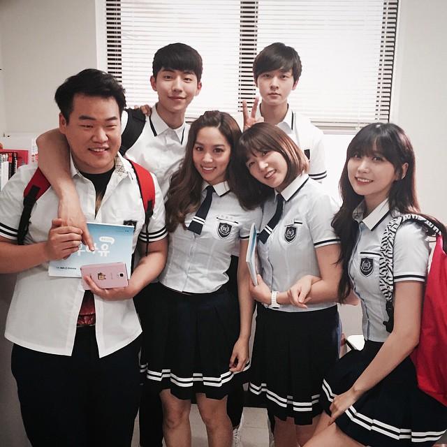 她曾在《Who Are You-學校2015》中,飾演高恩星(金所炫 飾)好友的車頌珠!其實在她9歲時,就以童星的身分,在韓劇《小蓋子》中,演出元斌的姪女出道