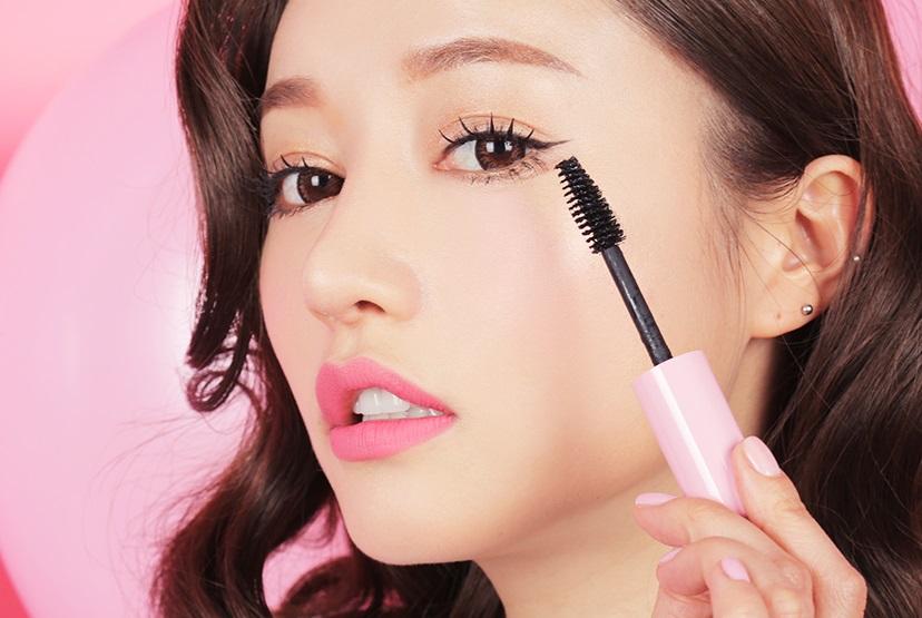 睫毛膏-定時更換睫毛夾的橡皮 睫毛膏裡的橡皮如果使用太久、太髒,可能會讓睫毛斷裂或脫落,所以一定要定期清洗或是更換橡皮。