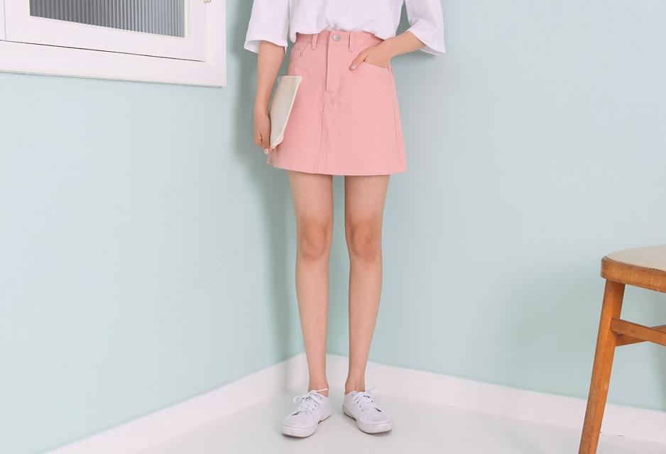 **屁股、大腿較胖 這類型的女生在夏天非常適合選擇A字裙或是傘狀洋裝,能夠遮蓋住你的大屁股和肉肉腿。