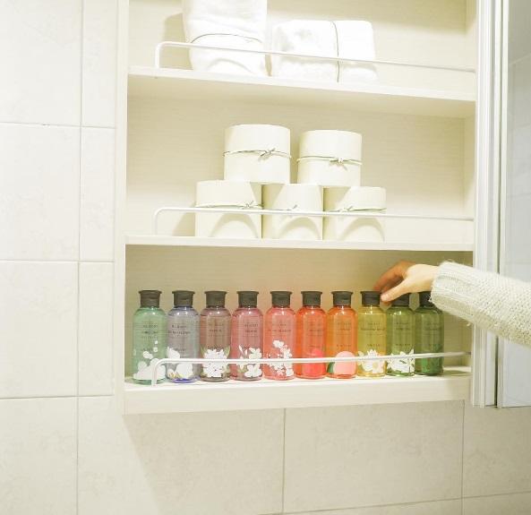 ✔乾燥通風很重要 很多人習慣把保養品放在浴室,可以洗完澡順便擦,但浴室容易讓有蛋白質成分的保養品滋生細菌,最好避免~
