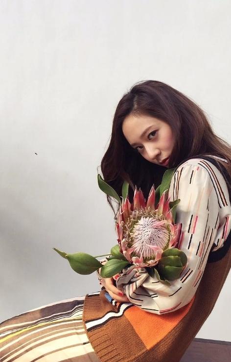 有「Krystal相」的話,想必她的美貌也非常驚人啊!!究竟她是誰呢?