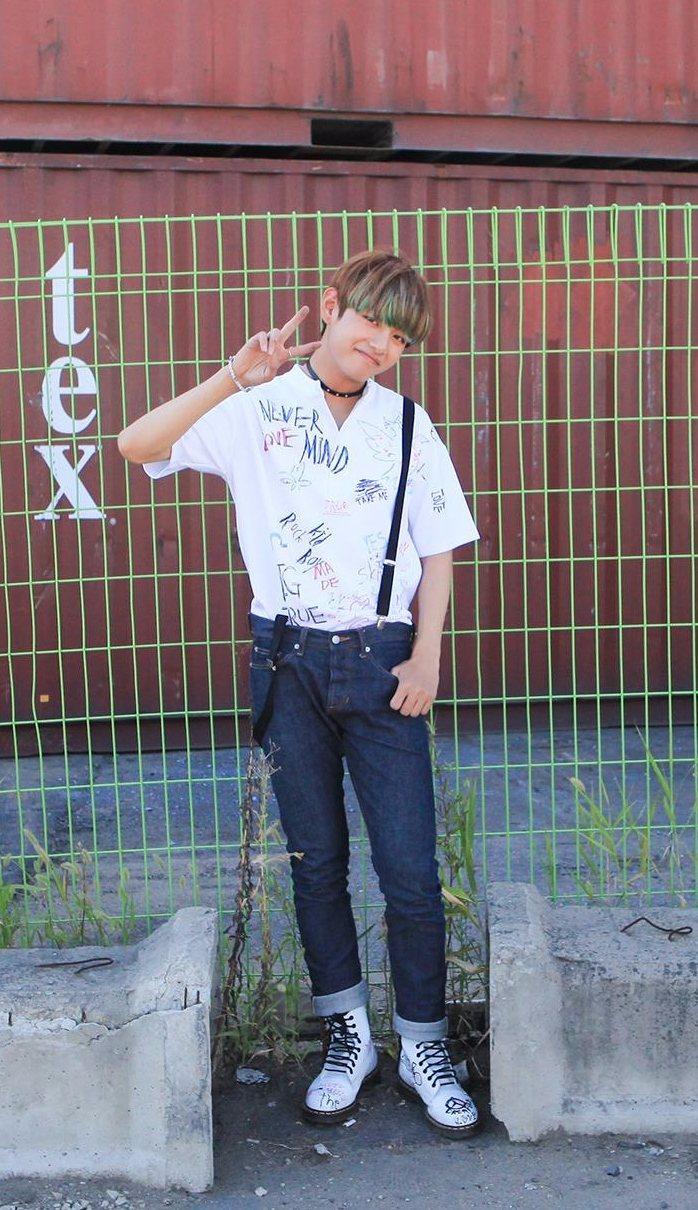 防彈少年團 - V 1995年12月30日生(20歲)