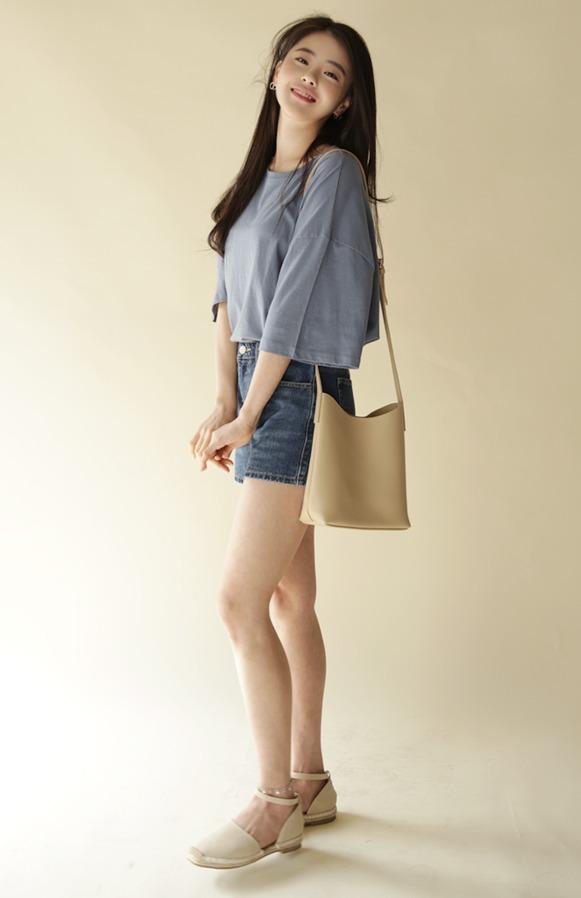 ♯ 麻編式涼鞋 麻編鞋絕對是和夏天畫上等號的鞋款 ! 涼鞋款式多增加了女生的感覺看起來也優雅多了唷