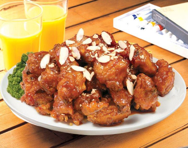 台中人一定知道這間朴大哥的韓式炸雞,飽兒每次經過都大排長龍~吃過的人也都說真的很美味呢!