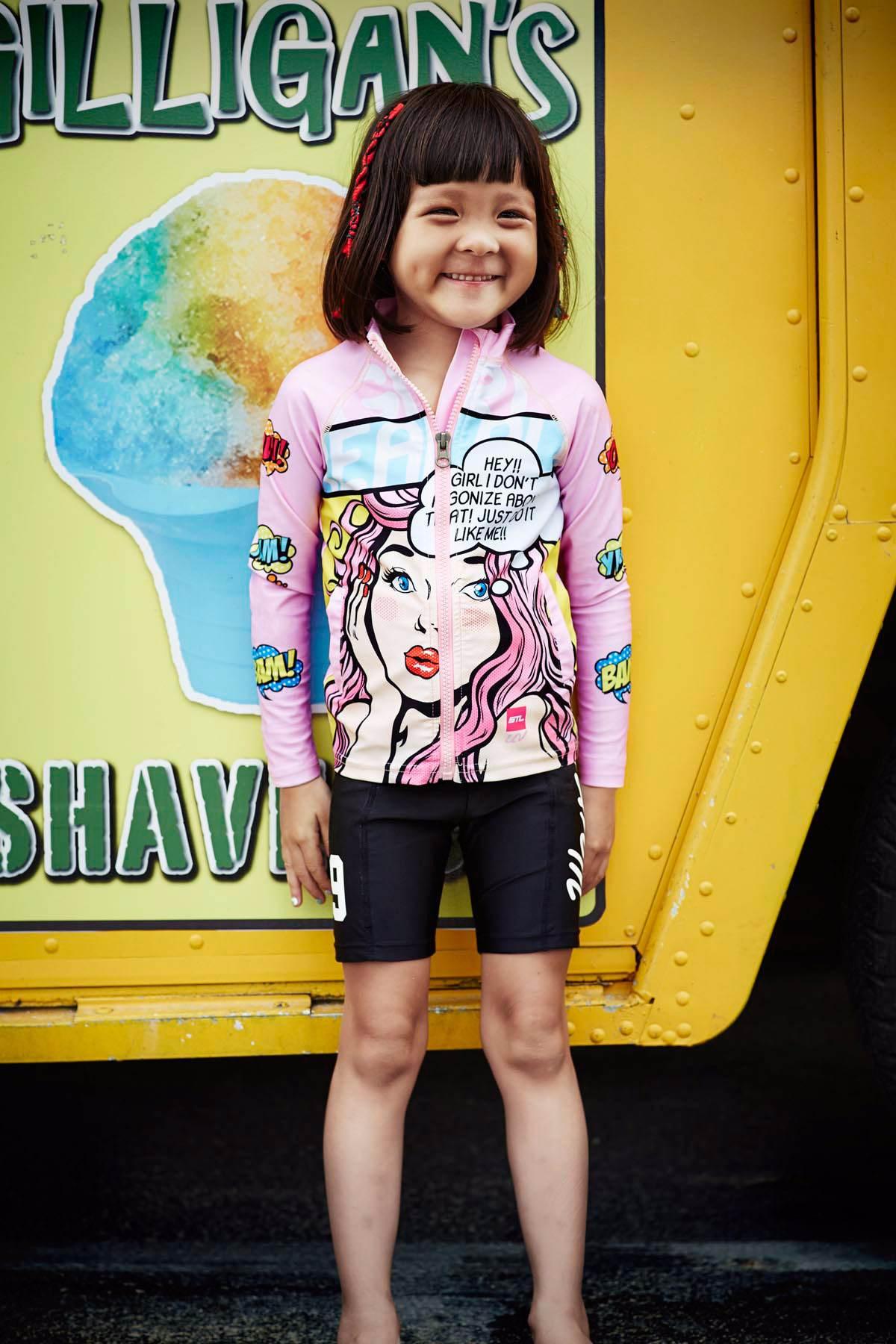 從去年夏天開始,韓妞幾乎人手一件Rashguard 防曬衣!它既可以保護皮膚不被太陽曬傷,對比較保守的女孩兒而言也是非常好的選擇!