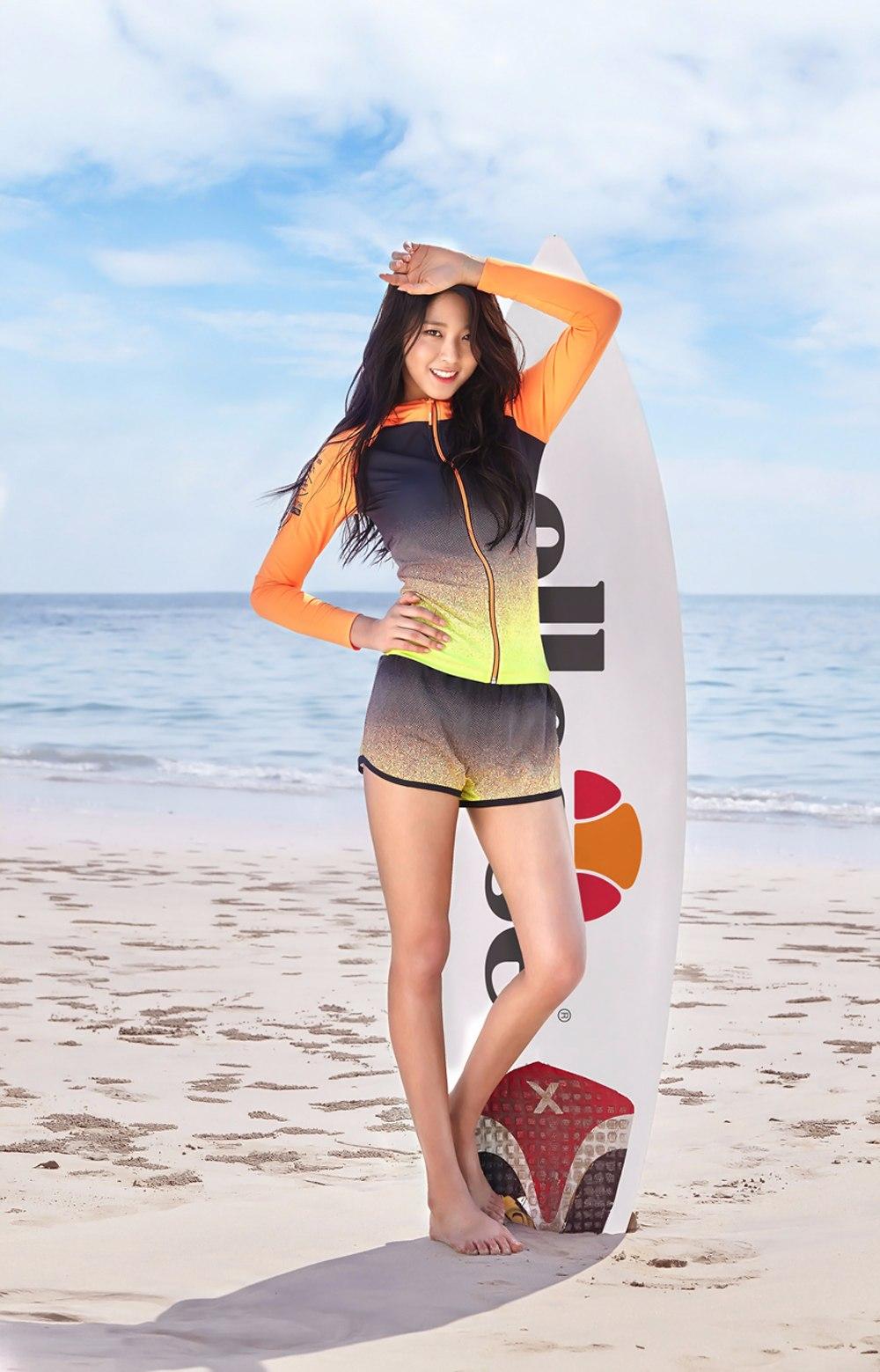 AOA雪炫繼電信公司人形立牌之後,替Ellesse拍攝的海報再次引起不小的話題!!!