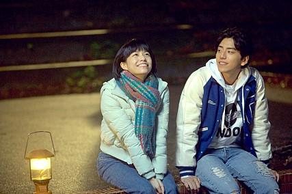 最後一位是最近在韓國最紅的台灣明星王大陸。一樣是靠著電影走紅,隨著電影《我的少女時代》的純愛風格襲捲韓國,王大陸更是一夕成為韓國女生心目中新一代的台灣帥哥代表!