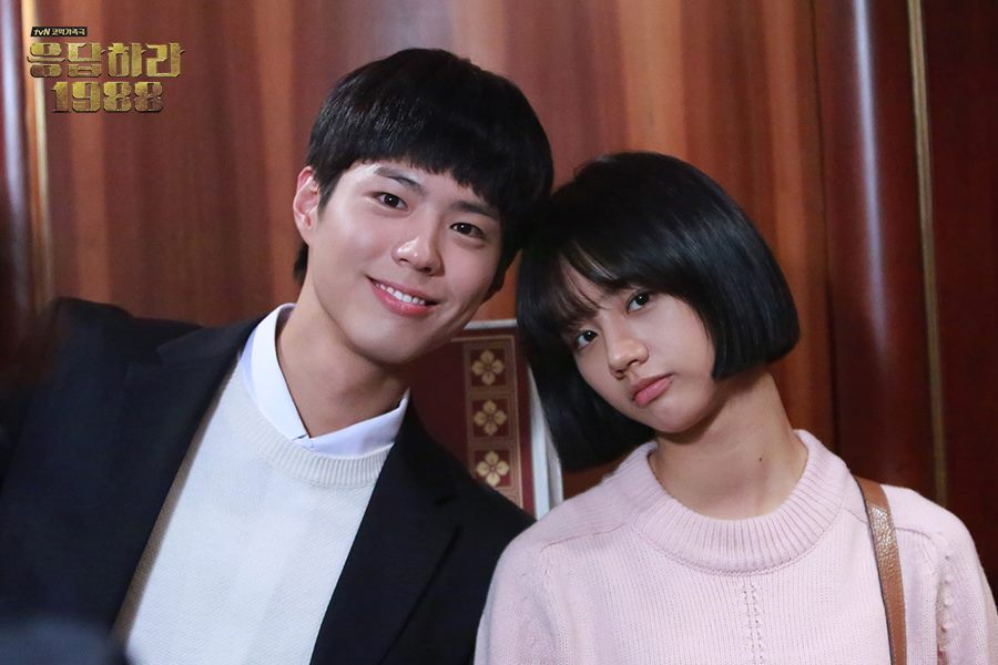 而且他也比宋仲基早一步成為今年的收視男主!tvN《請回答1988》從去年底播到今年初,在韓國創下最高18.8的收視,寫下韓國有線電視史上最高電視節目收視紀錄。朴寶劍的聲勢也跟著水漲船高~