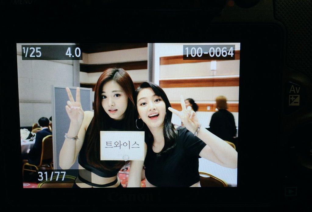 然而最近隊長志效和子瑜一起出演了綜藝節目《Happy Together3》,在節目中韓國網友們發現,有位節目嘉賓居然和子瑜媽媽長很像?!(子瑜媽媽在韓國的知名度也不可小看了XDD)